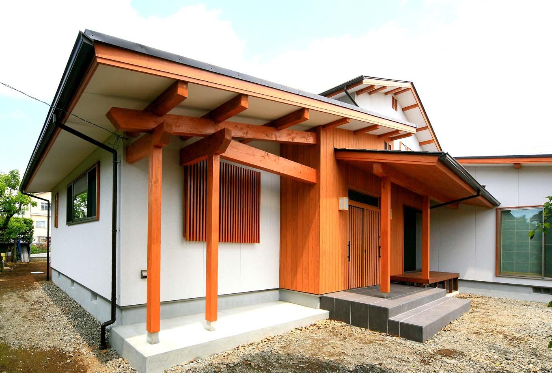 エコフィールド【和風、二世帯住宅、自然素材】桧無垢の木組みがダイナミック。古美ていく経年変化も楽しみのひとつ