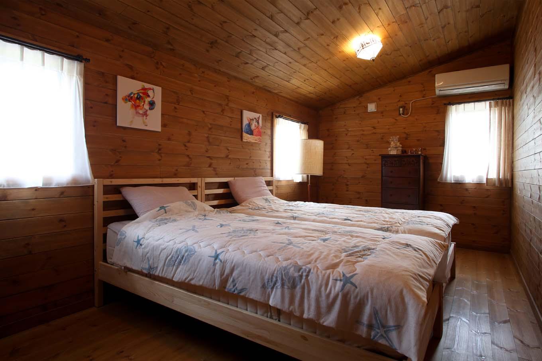 BESS浜松【自然素材、ペット、インテリア】寝室は北側に位置するので明るさが安定し、温度差も少なく落ち着ける空間。夜は木に包まれて、ゆっくり眠ることができる