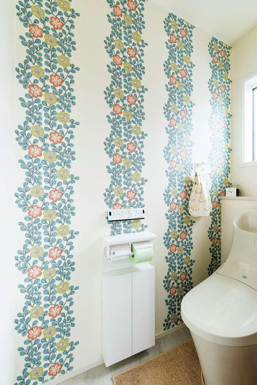 静鉄ホームズ【デザイン住宅、子育て、間取り】居室をシンプルにまとめている分、2つのトイレはクロスで変化をつけた