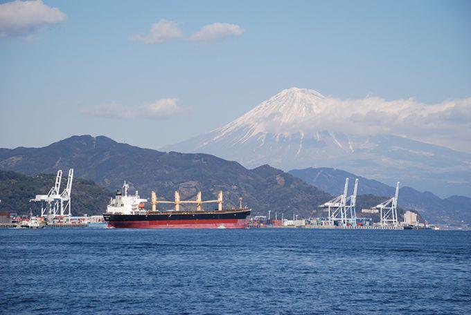 清水港と富士山(写真提供:静岡市)