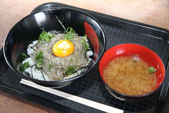 名産のしらすは新鮮な味わい(写真提供:富士市)