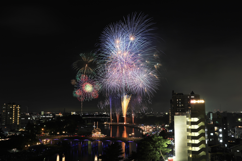 夏祭りのフィナーレを飾る花火大会(写真提供:岡崎市)