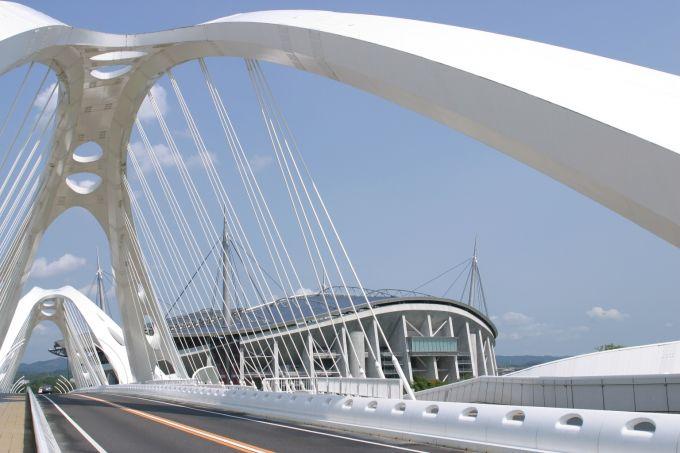 個性的なデザインの豊田大橋(写真提供:豊田市)