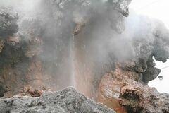 熱湯と蒸気が噴き出す大湯間欠泉(写真提供:熱海市)