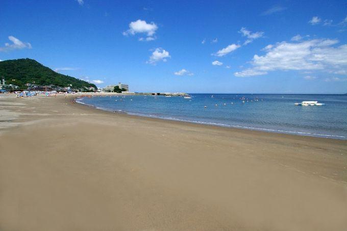 海岸リゾートとして整備されている長浜海水浴場(写真提供:熱海市)