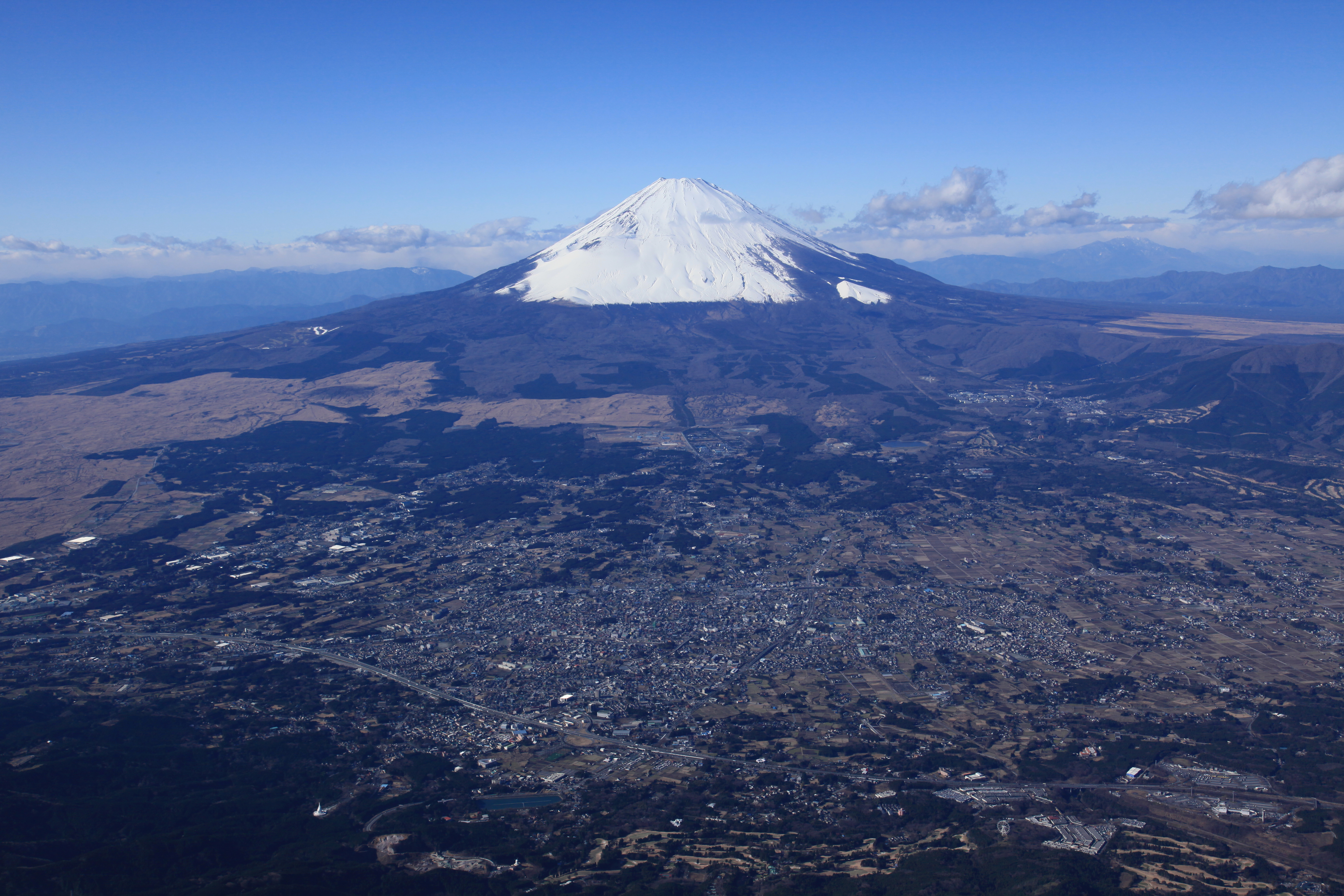 富士山と御殿場市(写真提供:御殿場市)