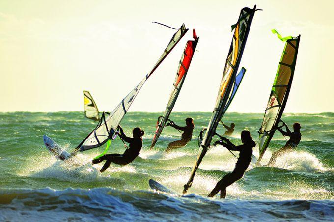 ウィンドサーフィンで海との触れ合い
