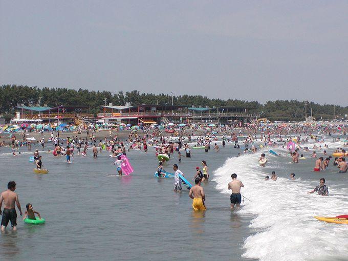 遠浅で波が穏やかな静波海水浴場(写真提供:牧之原市)