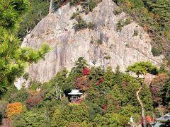 鳳来寺山の景観を特徴づける松脂岩(写真提供:新城市)