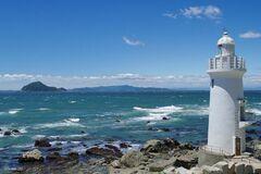 渥美半島の最先端に建つ伊良湖岬灯台(写真提供:田原市)