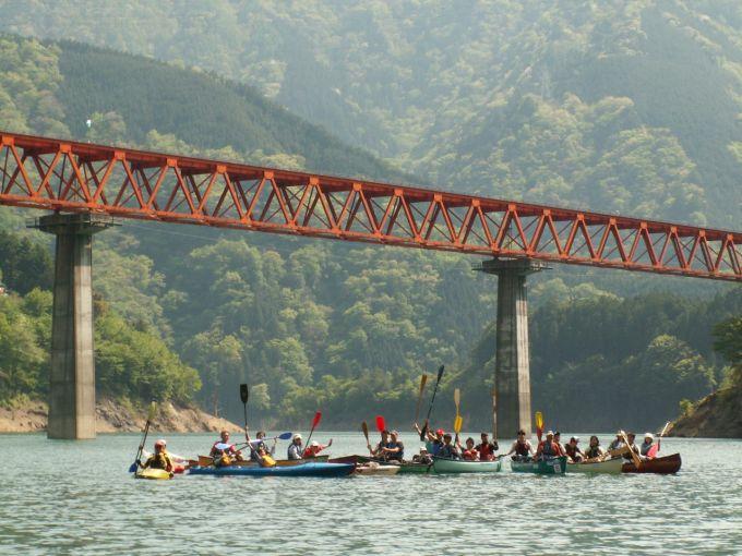 大自然の中、カヌー体験(写真提供:川根本町)