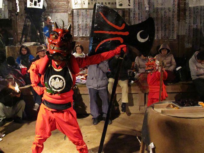 国指定重要無形民俗文化財「花祭」の榊鬼(写真提供:東栄町)