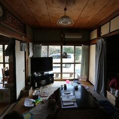居間として使っていた和室。衣類の収納を兼ねており、部屋の役割があいまいだった。隣の和室にあった仏壇は位置が悪かったことから、リフォーム後は方位も相談して適した位置に設置できた