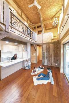 暮らしながら整えていく「余白を楽しむ木の家」