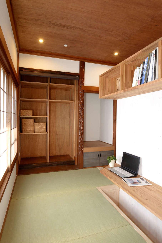 エコフィールド|寝室との間仕切を利用した書斎。掘りごたつ式で落ち着ける