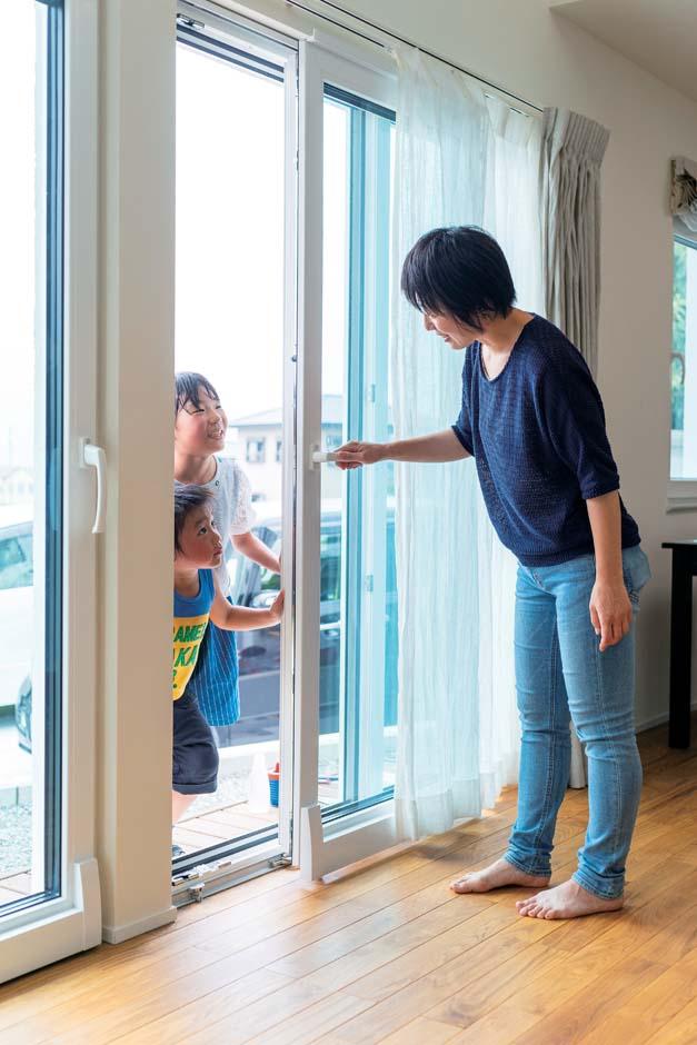 低燃費住宅 静岡(TK武田建築)【子育て、省エネ、間取り】ペアガラスの5倍以上の断熱性能を持つトリプルガラスのユーロサッシ