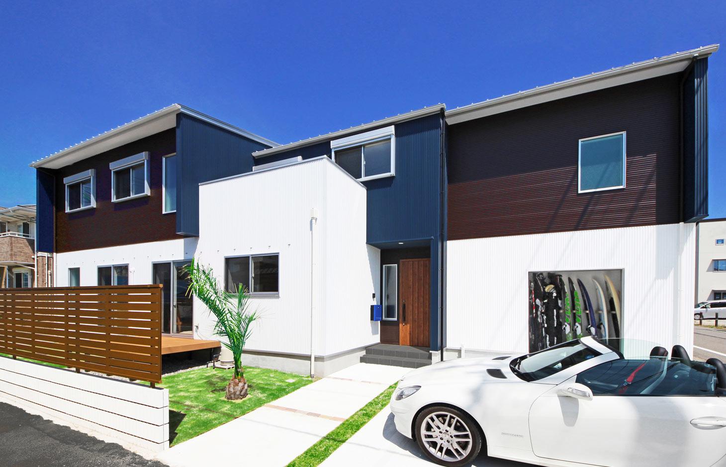 illi-to design 鳥居建設21【デザイン住宅、趣味、省エネ】3色使いと直線的なかたちが印象的な外観。光や風の入り方を計算して窓の場所や数などを設定
