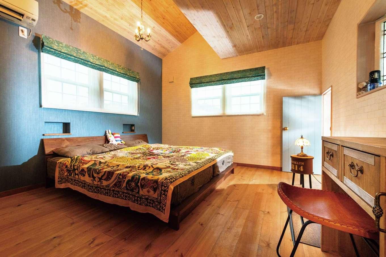富士ホームズデザイン【デザイン住宅、輸入住宅、インテリア】冬場は玄関土間に据えられた薪ストーブが大活躍。インテリアとしての存在感も抜群だ。壁に使用されるのは、やわらかな表情をもつ石。ランダムなようで、きっちり計算した上で1枚1枚丁寧に張られている