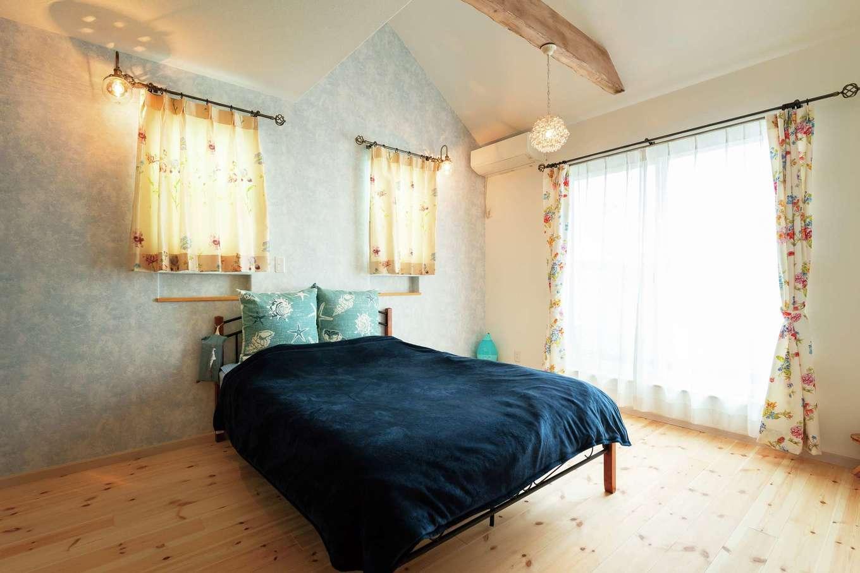 富士ホームズデザイン【デザイン住宅、輸入住宅、インテリア】寝室を広くし、ドアを2つ設けるのは同社の提案。将来子ども部屋が足りなくなった際に、子ども部屋と寝室をチェンジし、分割して使う。空間を豊かに使うアイデアだ