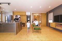 生活の場を2階に集約。雑貨が似合う温もりのある家