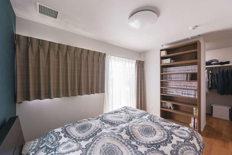 イデキョウホーム【子育て、狭小住宅、間取り】寝室には3畳分のウォークインクローゼットを設置。夫婦の洋服や小物をすっきりとしまい込める