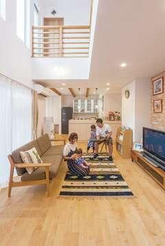吹き抜けの開放感が抜群!冷暖房効率のいい家
