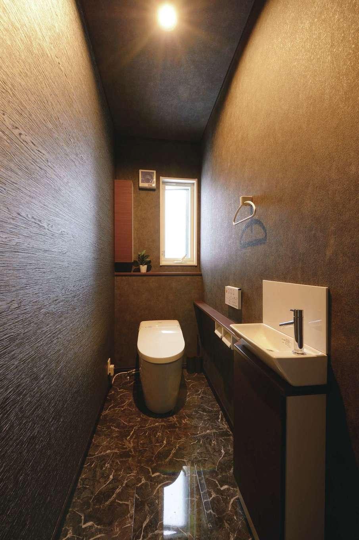 朝日住宅【デザイン住宅、子育て、間取り】バーのトイレを自宅に再現!