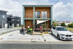 キャンプ&バイク好き夫婦の夢を詰め込んだ家