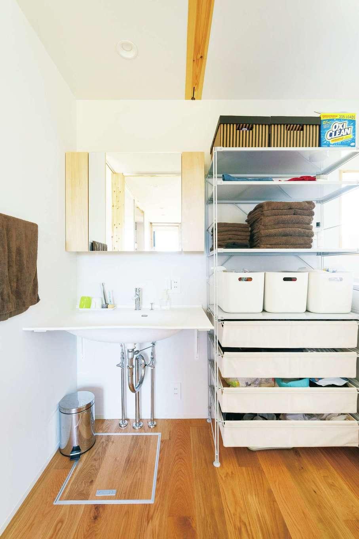 洗面台はカタログから医療用をチョイス。タオルもすべて「MUJI」で統一
