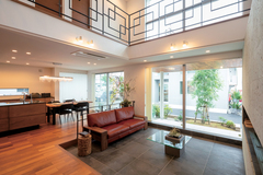 ワンランク上の自由設計が光る モダン&ラグジュアリーな家