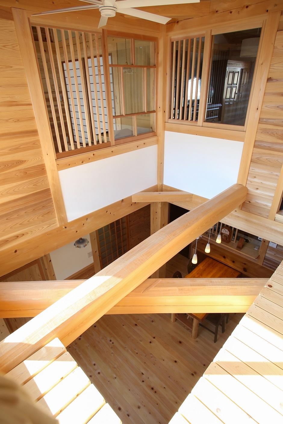 ほるくす【和風、自然素材、ペット】2階の納戸は猫の部屋。行き来できるキャットウォークで遊んだり、部屋でのんびり過ごしたりと自由気まま