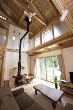 自然素材の心地良さで、身も心も満たされる家