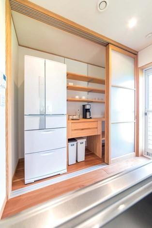 オリジナルで製作した 隠せるキッチン収納棚