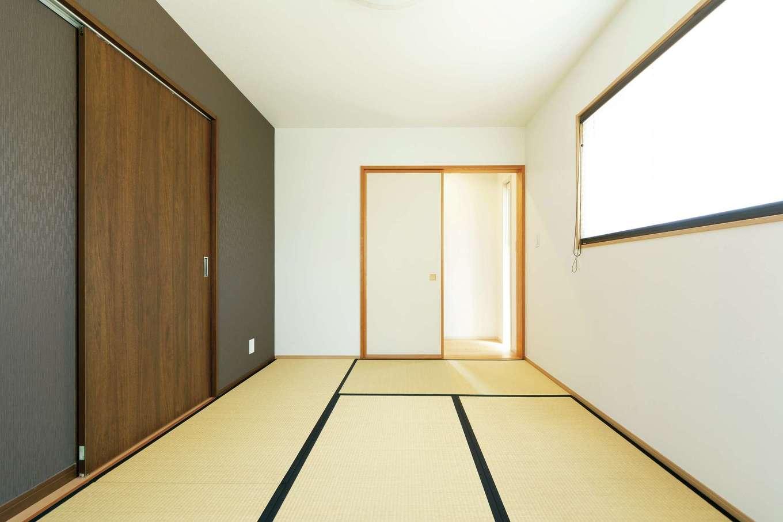 将来の親との同居の可能性を考慮して、玄関の脇に和室を用意。プライバシーを大切にするため、リビングとの間にウォークスルークローゼットを設置