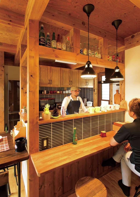 サイエンスホーム【デザイン住宅、ペット、ガレージ】コーヒーを淹れるのが趣味のご主人は、休日に友人を招いてカフェスペースに