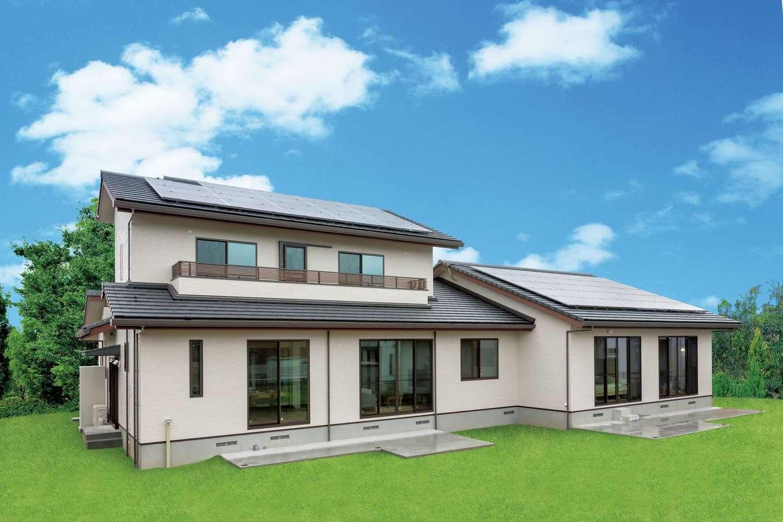 住まいるコーポレーション【二世帯住宅、自然素材、間取り】266坪の広大な敷地に建つ堂々たる佇まい。南面にはデッキを設ける予定。太陽光発電を13kW搭載している