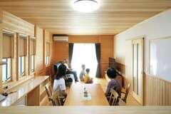 伝統の板倉造りと最新の性能が融合し 家族が快適・健康に暮らす二世帯住宅