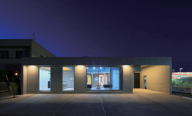 BAUM HOME(岩崎工務店)【デザイン住宅、平屋、鉄骨鉄筋コンクリート構造】店舗のようにも見える外観。震度7の揺れにも耐えられる強固な耐震構造がRC造の魅力