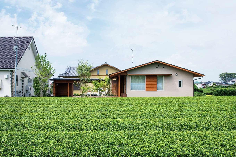 樹々匠建設【デザイン住宅、高級住宅、間取り】茶畑を望む静かな環境に馴染んで建つ、シンプルな佇まいの「家楽・座楽の家」