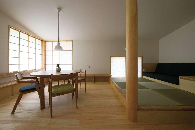 樹々匠建設【デザイン住宅、高級住宅、間取り】美しく配された窓から障子を介して光が漏れ入るリビングダイニング。漂うゆるりとした空気感