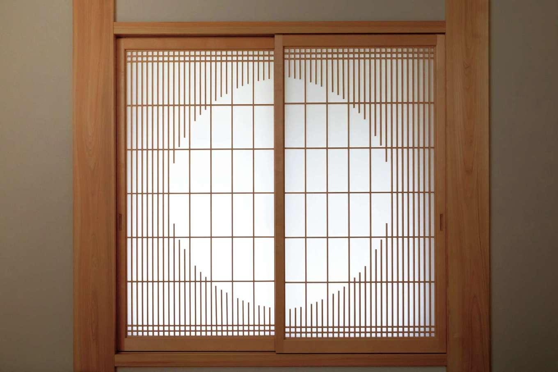 カネタケ竹内建築【和風、二世帯住宅、夫婦で暮らす】丸窓風にデザインした千本格子の障子戸