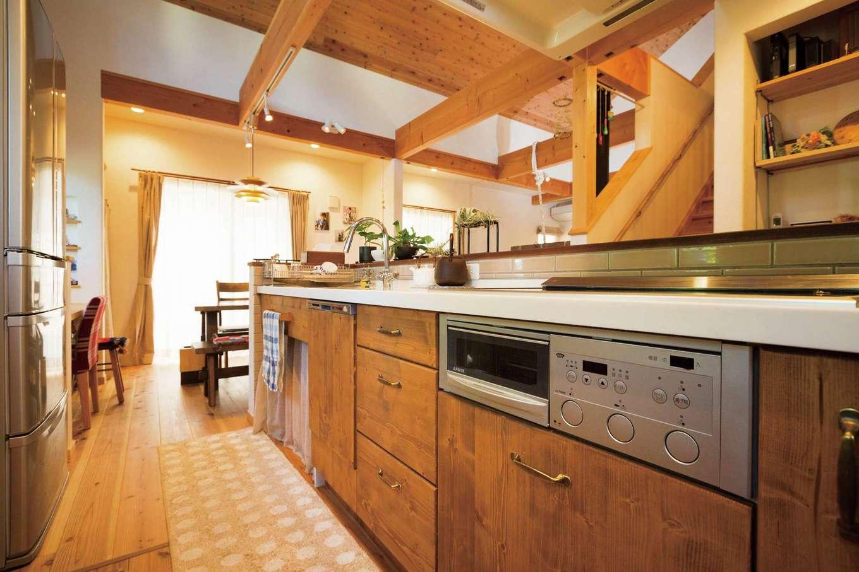 アイジースタイルハウス【デザイン住宅、自然素材、省エネ】無垢一枚板のカウンターキッチンは奥さまの宝物
