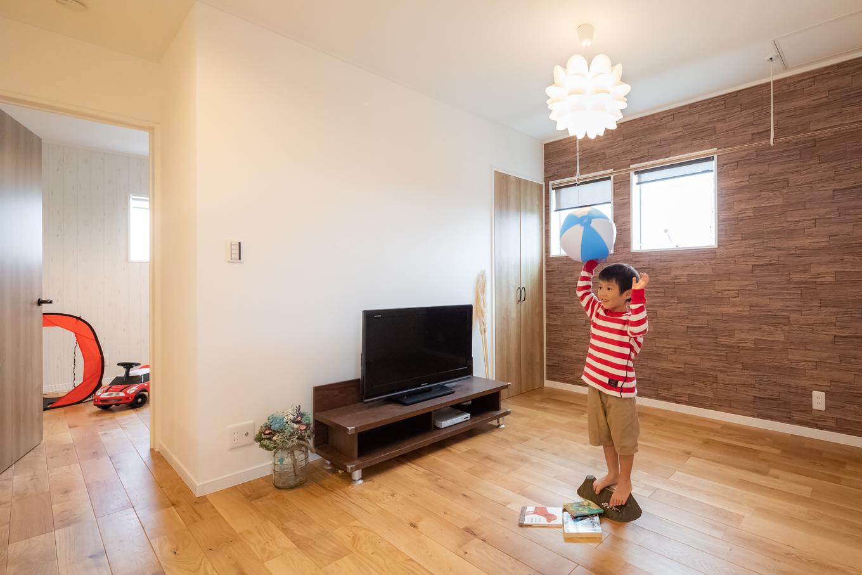 アイジーホーム 【デザイン住宅、間取り、インテリア】多目的に使える2階ホールは、セカンドリビングとして活用中。子どもの成長ごとに、用途もいろいろ考えられる