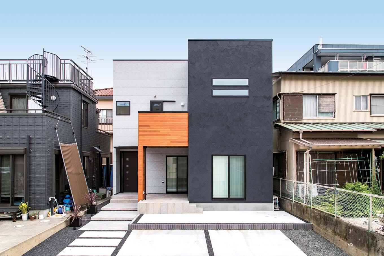 三和建設【デザイン住宅、収納力、高級住宅】テーマカラーを用いた外観。立方体を組み合わせたようなデザインと、異素材使いがポイント