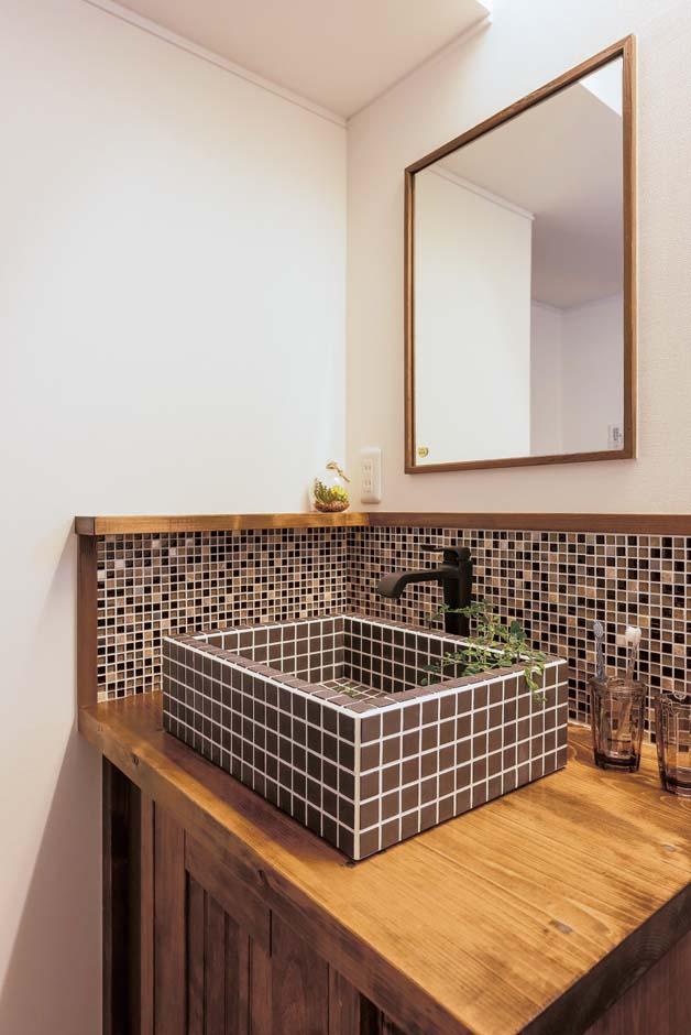 TDホーム静岡西 ウエストンホームズ【デザイン住宅、和風、自然素材】造作洗面台も標準仕様。タイルやアイアンなどパーツを選ぶのも楽しい