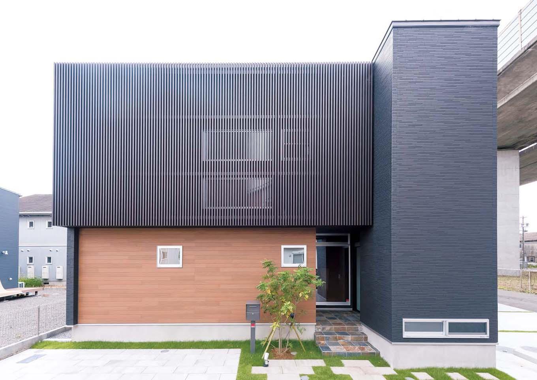 TDホーム静岡西 ウエストンホームズ【デザイン住宅、和風、自然素材】外観は豊富なラインナップからスタイリッシュな「F‐Style」を採用。シンプルな意匠とコントラスが美しい