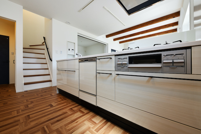 WAKO/和光地所【デザイン住宅、収納力、間取り】家族間でのコミュニケーションが図り易いようにLDKに階段を設置