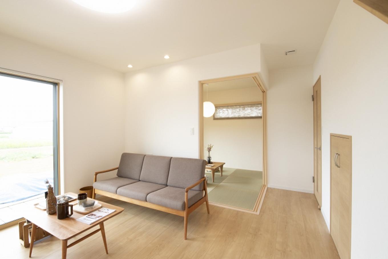 遠鉄ホーム【デザイン住宅、収納力、間取り】南側に大開口を設けた明るいリビング
