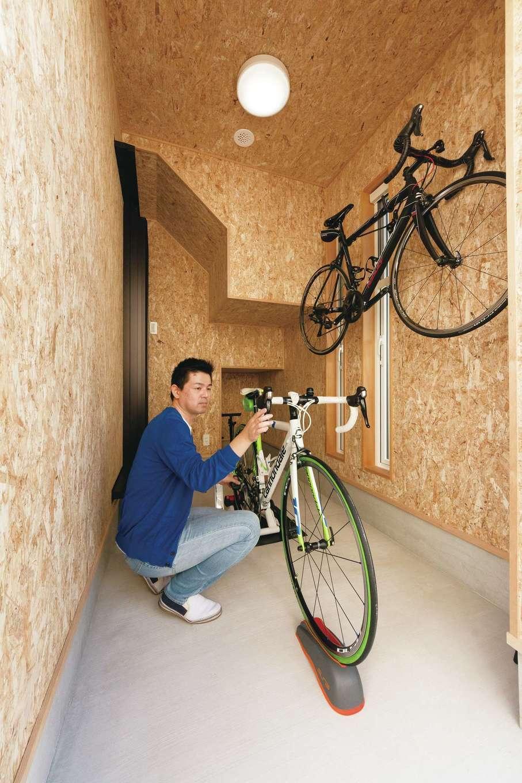 芹工務店【趣味、省エネ、間取り】サイクルポートは家の中からも出入りできる