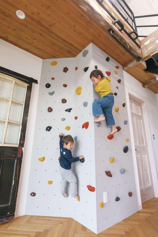 富士ホームズデザイン【子育て、自然素材、インテリア】子どもの好奇心と創造力を育てるボルダリングをデッドスペースに造作